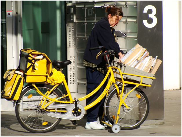 What Role Does Technology Play in the Courier Industry2