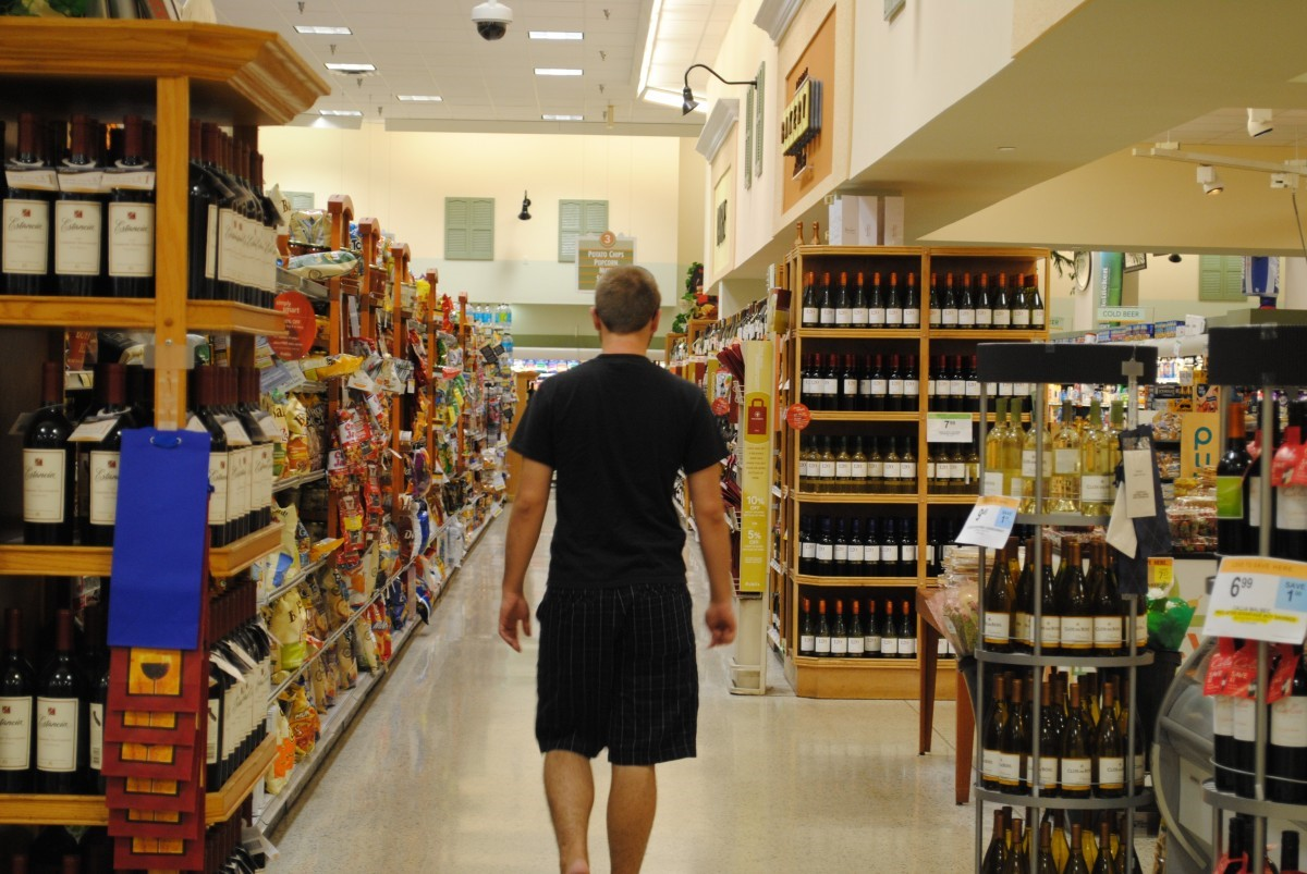 4 easy ways to get customers into your retail store 2